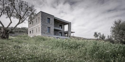 Olive and Stone Residence / Nikos Mourikis