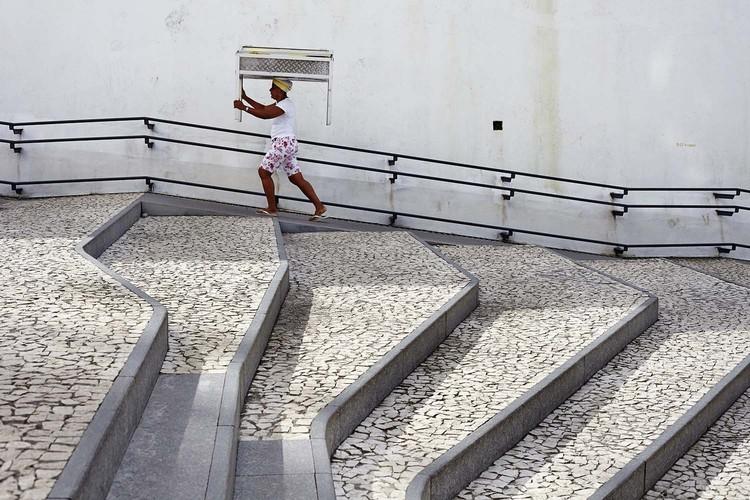 Projetando rampas acessíveis segundo a NBR 9050, Ladeira da Barroquinha / Metro Arquitetos Associados. Image © Ilana Bessler