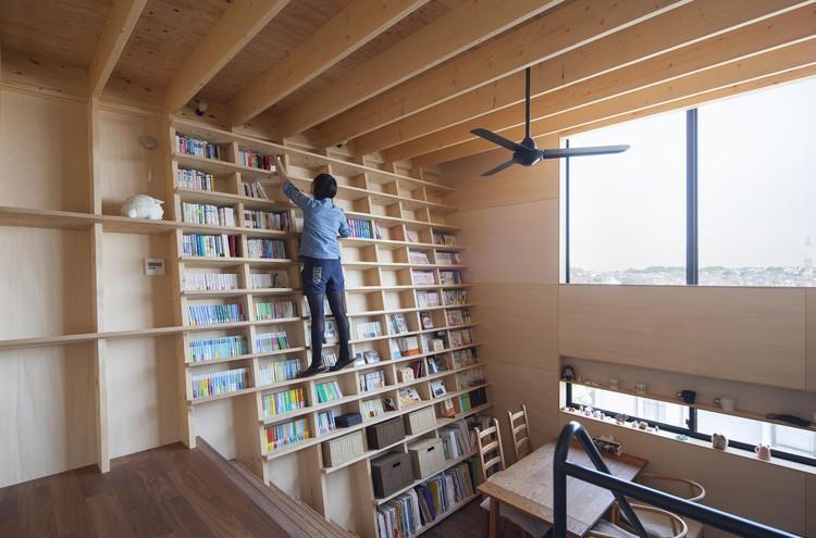 Casa estante para libros shinsuke fujii architects - Estantes para libros ...