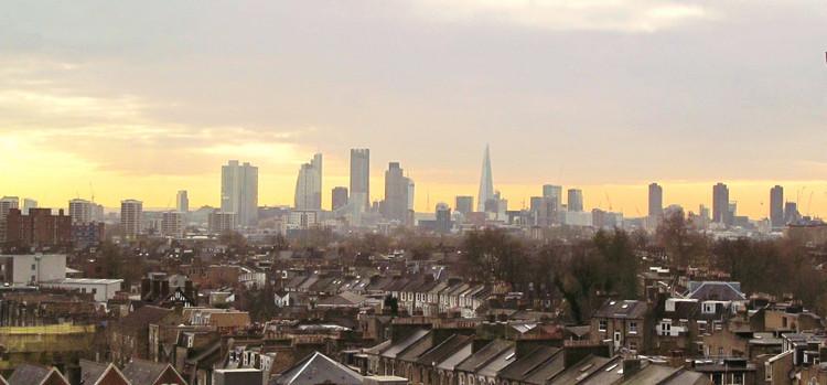 Como Londres propõe uma cidade inclusiva e oportuna a todos, Plano trata da questão global da habitação na cidade, não se focando apenas na questão social. Foto: David Holt/Flickr-CC. Image via TheCityFix Brasil