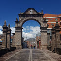 Arco Deustua. Image © Nicolás Valencia