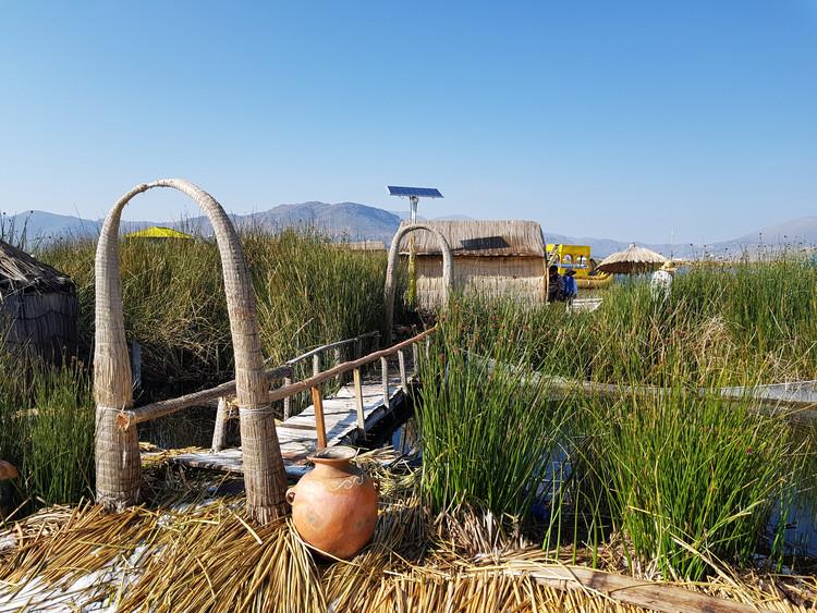 Islas flotantes de los Uros en el Lago Titicaca. Image © Nicolás Valencia