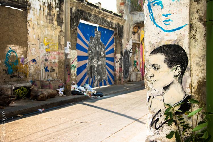 A rota da arte: uma alternativa para integrar áreas vulneráveis da Colômbia, Caminhando pela BIACI - 1a Bienal Internacional de Arte de Cartagena. Imagem © Sol Robayo [Flickr], sob licença CC BY 2.0
