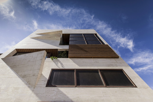 Small House / Masih Fazile