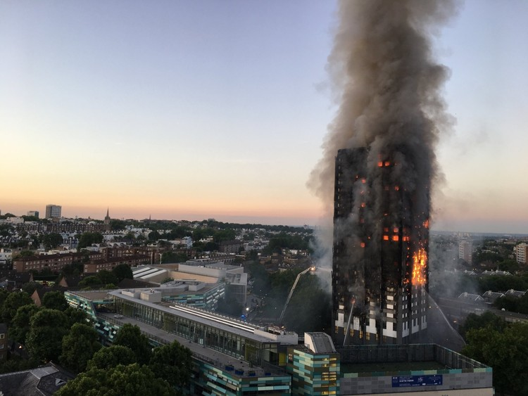 Forensic Architecture to Create a 3D Simulation of the Grenfell Tower Fire with Crowdsourced Video, © Natalie Oxford <a href='https://commons.wikimedia.org/wiki/File:Grenfell_Tower_fire_(wider_view).jpg'>via Wikimedia</a> licensed under <a href='https://creativecommons.org/licenses/by/4.0/deed.en'>CC BY 4.0</a>
