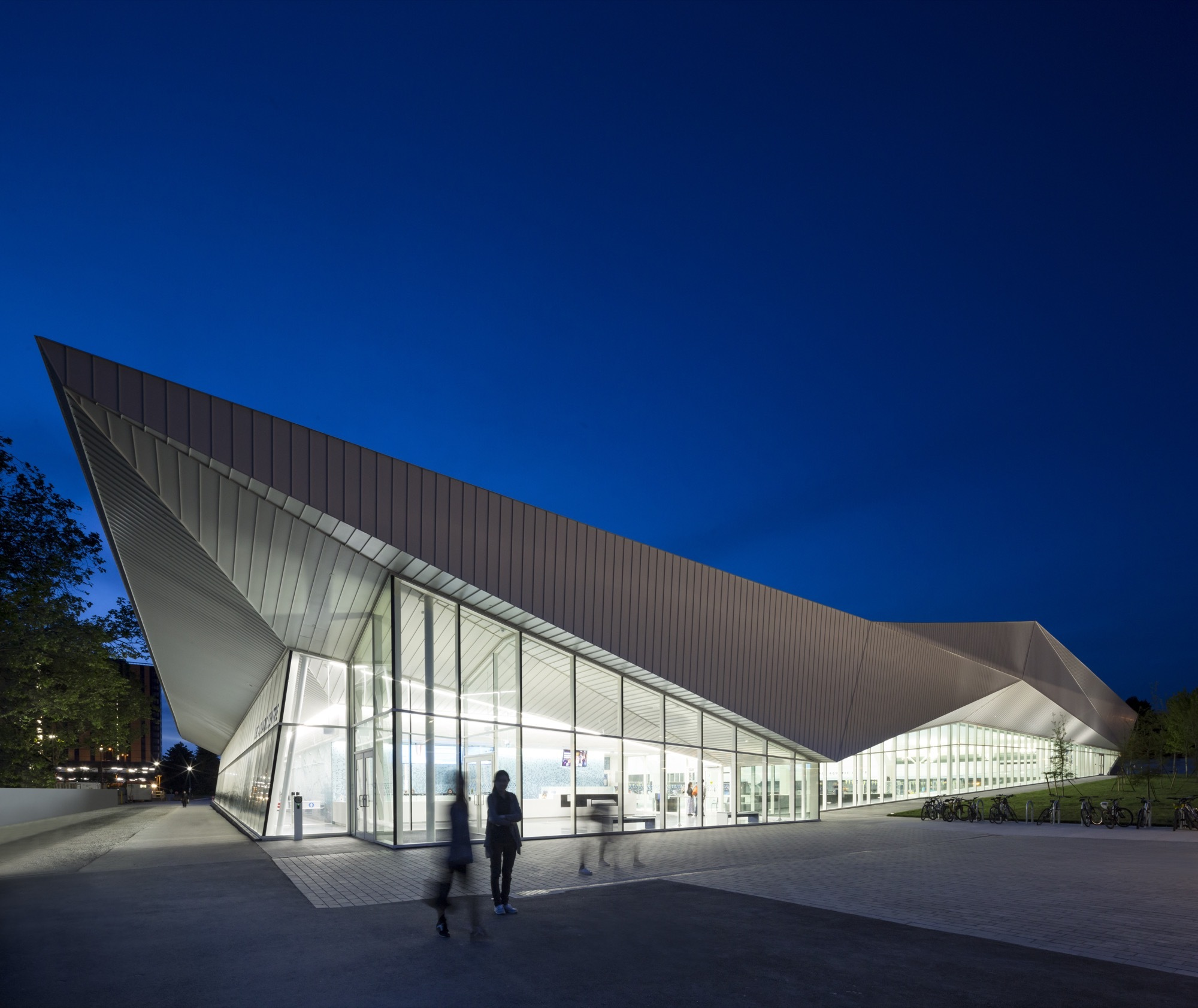 Ubc aquatic centre acton ostry architects mjma archdaily for Pool design vancouver