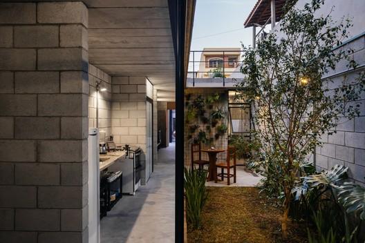 <a href='https://www.archdaily.com/776909/vila-matilde-house-terra-e-tuma-arquitetos'>Vila Matilde House / Terra e Tuma Arquitetos Associados</a>. Image © Pedro Kok