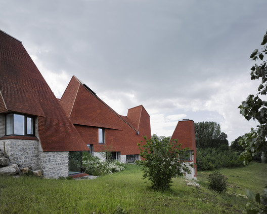 <a href='https://www.archdaily.com/874409/caring-wood-macdonald-wright-architects'>Caring Wood / James Macdonald Wright and Niall Maxwell</a>. Image © James Morris