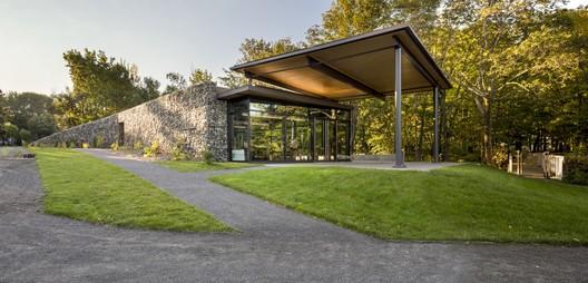 Centro de visitantes Seigneurie-des-Aulnaies / Anne Carrier architecture