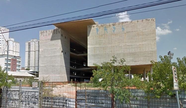 Paulo Mendes da Rocha e Raquel Rolnik falam sobre a paralisação das obras do Museu do Trabalho e do Trabalhador, Museu do Trabalho e do Trabalhador em São Bernardo do Campo. Image via Google Street View