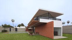 Casa ChaPa / Poggione + Biondi Arquitectos