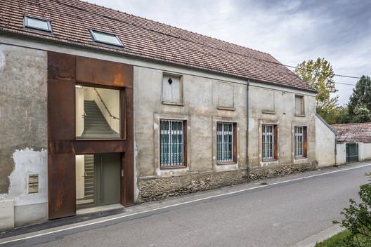 Conversión de una escuela a unidades de vivienda / ACBS Architectes