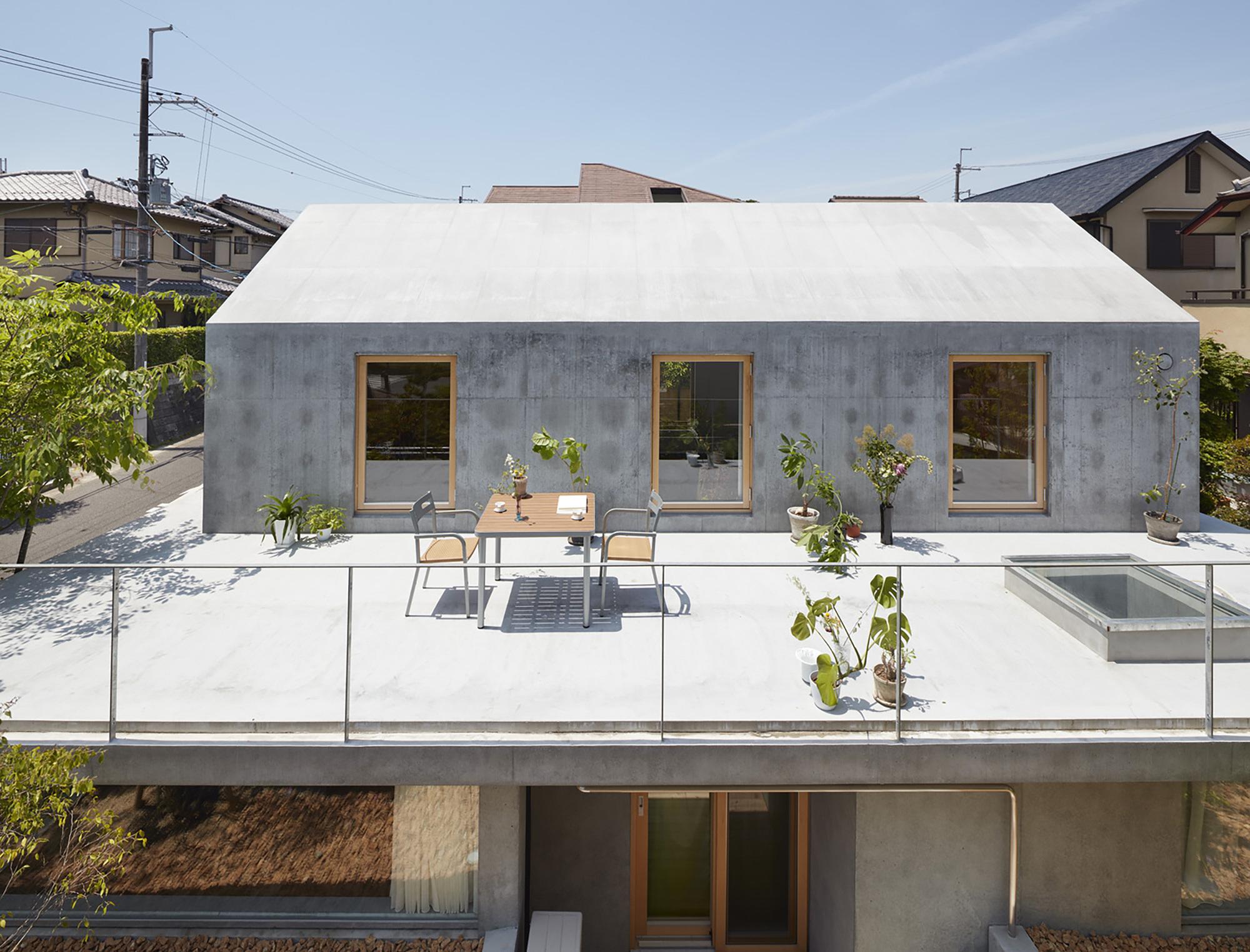Floating Hut / Tomohiro Hata Architect and Associates