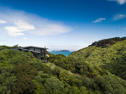 Korokoro Bush House / Parsonson Architects