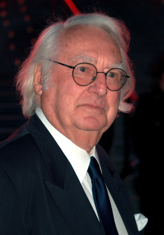 "Richard Meier Accused of Sexual Harassment by 5 Women; Temporarily Steps Down from Firm, By <a rel=""nofollow"" href=""http://blog.shankbone.org"">David Shankbone</a> - <a rel=""nofollow"" href=""http://blog.shankbone.org"">David Shankbone</a>, <a href=""http://creativecommons.org/licenses/by/3.0"">CC BY 3.0</a>, <a href=""https://commons.wikimedia.org/w/index.php?curid=6792098"">Link</a>"