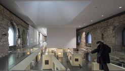 La nueva cubierta de Nieto Sobejano Arquitectos transformó este castillo alemán en una sala de exhibición