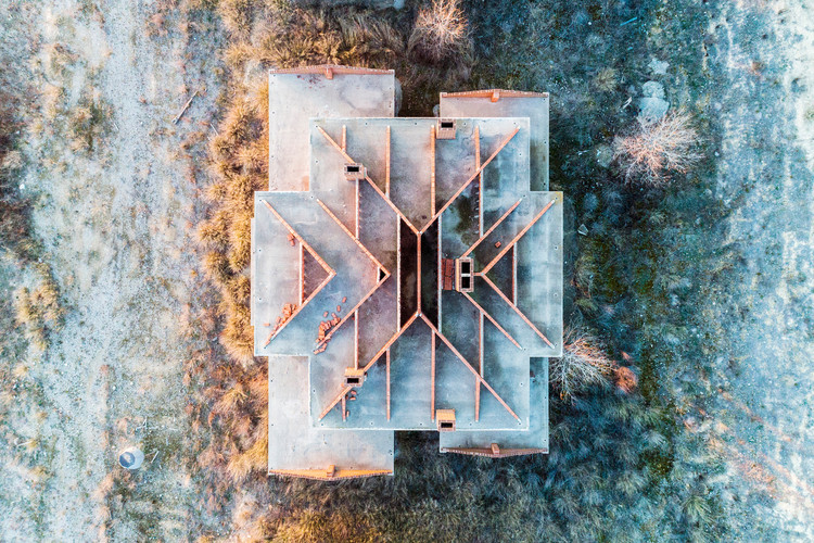 "Beauty or Tragedy? Aerial Imagery of Spain's Abandoned Housing Estates Wins DJI Drone Photography Award, ""Sand Castles (part II)"" by Markel Redondo. Image Courtesy of Markel Redondo"