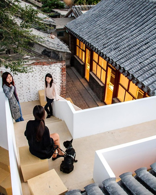 "¿Ser arquitecto y no diseñar edificios?, Han Zhang along with her team at <a href=""http://www.archdaily.cn"">ArchDaily China</a>. Image © Han Zhang"