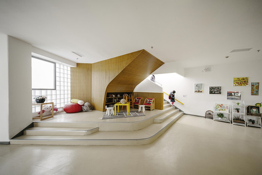 The main stairwell is emphasized on the ground floor, enlarging activity and communication space. Image © Siyu Zhu