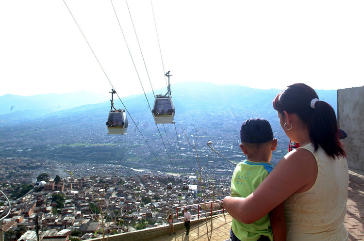 Cinco projetos urbanos que transformaram suas cidades, Metrocable, Medellín© Guía de Viajes Oficial de Medellín, via Flickr. Licença CC CC BY 2.0