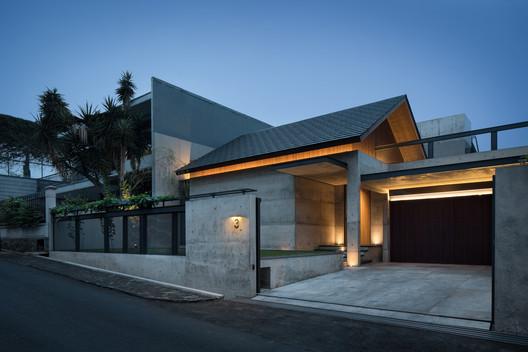 Casa Hikari / PranalaAssociates