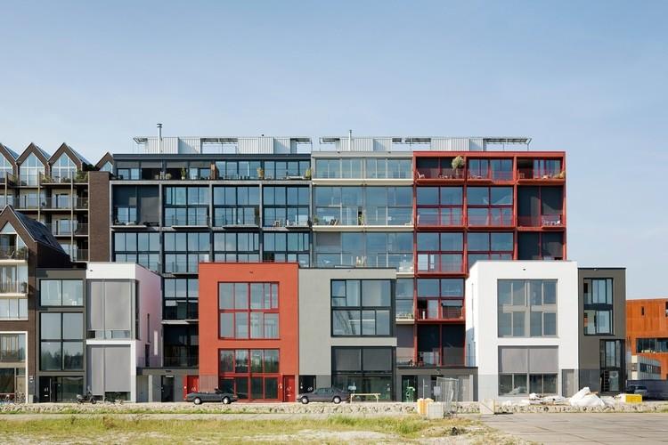 Superlofts / Marc Koehler Architects, De Hoofden back facade. Image © Marcel van der Burg