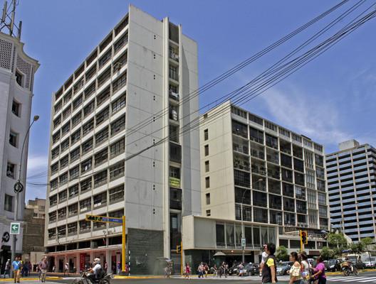 Ostolaza Building / Enrique Seoane Ros (1951-1953). Image © Nicolás Valencia