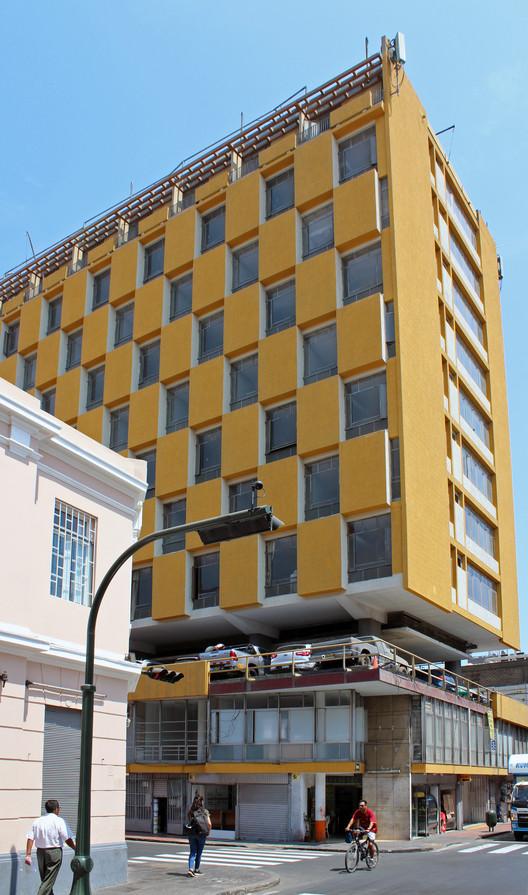 Hotel Savoy / Mario Bianco (1954-1957). Image © Nicolás Valencia