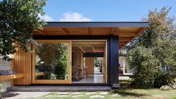 Dark Light House / MRTN Architects