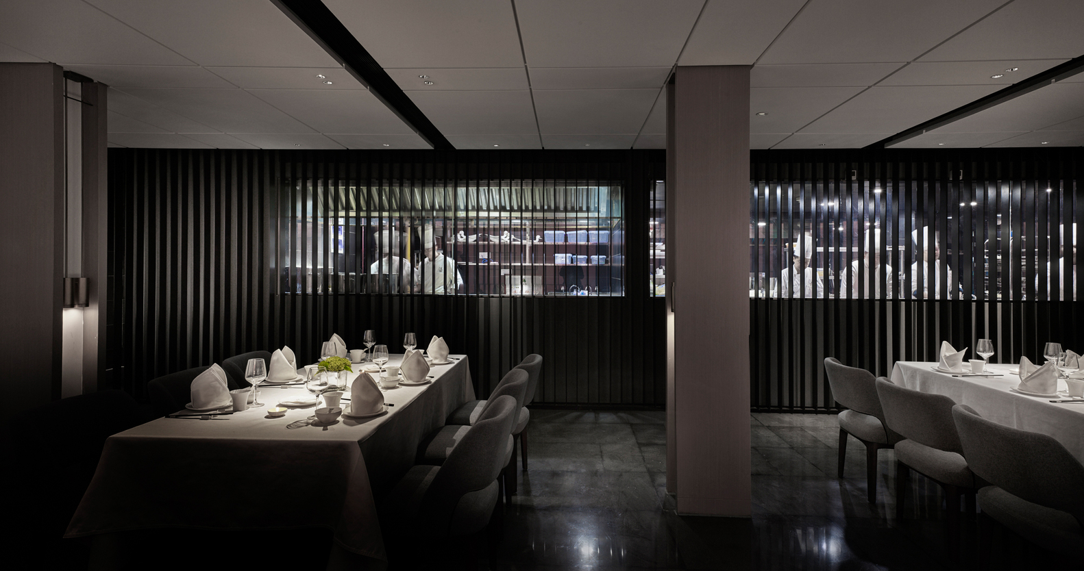 restaurant dining room design. #24 Cathay Restaurant,1F Dining Room. Image © Kuo-min Lee Restaurant Room Design D