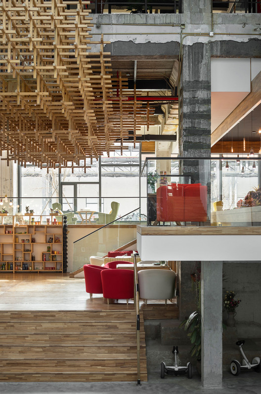 Connection Between Reception and Cafeteria. Image © BenMo studio / YanMing