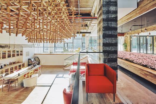 Reception and Cafeteria. Image © BenMo studio / YanMing