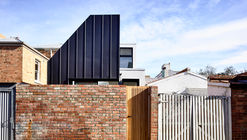 The Carlton House / Tom Robertson Architects