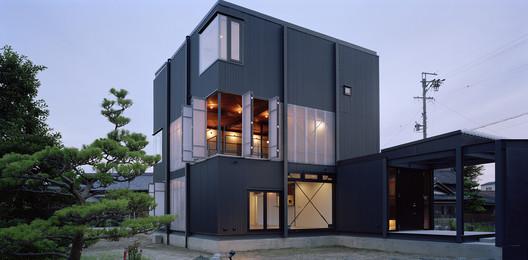 Corrugated-Sheet House / Daisuke Yamashita Architects