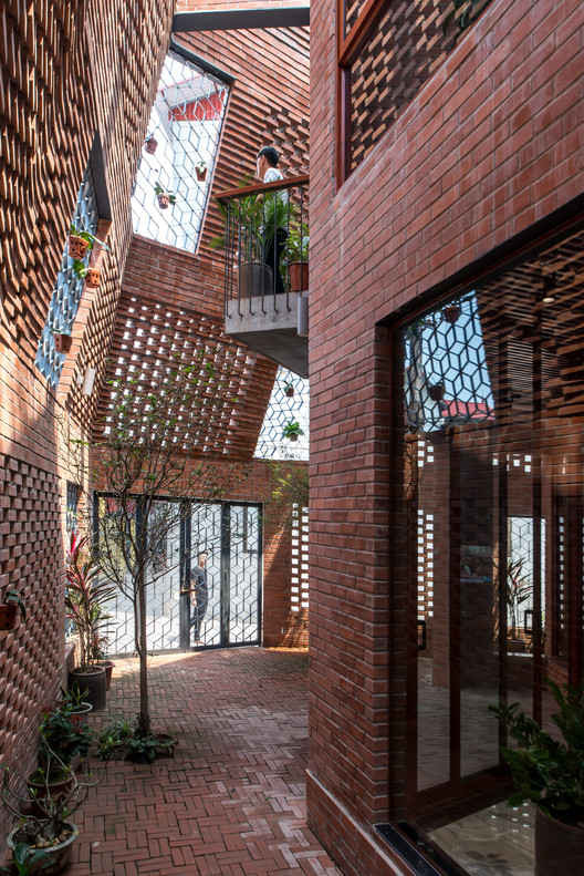 Brick Cave / H&P Architects