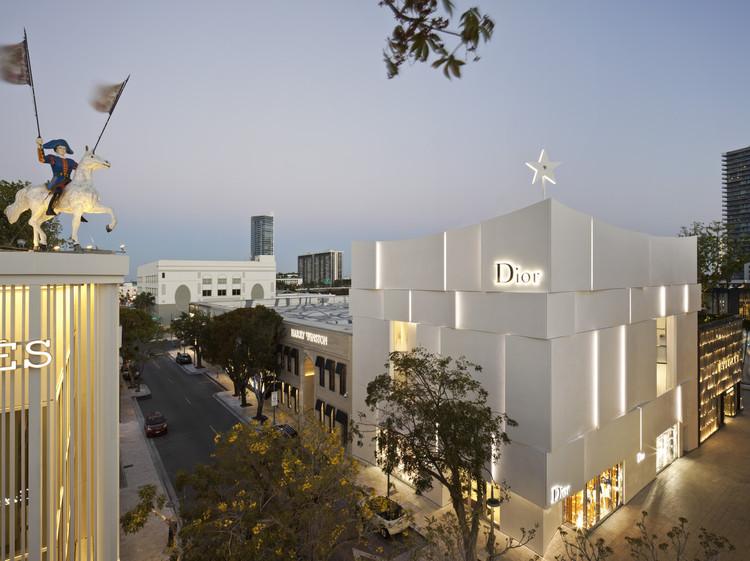 Santiago de Chile será sede de la premiación internacional Prix Versailles 2018, Premio Prix Versailles 2017 - Categoría Tiendas - <a href='https://www.plataformaarquitectura.cl/cl/788005/fachada-dior-miami-barbaritobancel-architectes'>Fachada Dior Miami / Barbaritobancel Architectes</a> . Image © Alessandra Chemollo