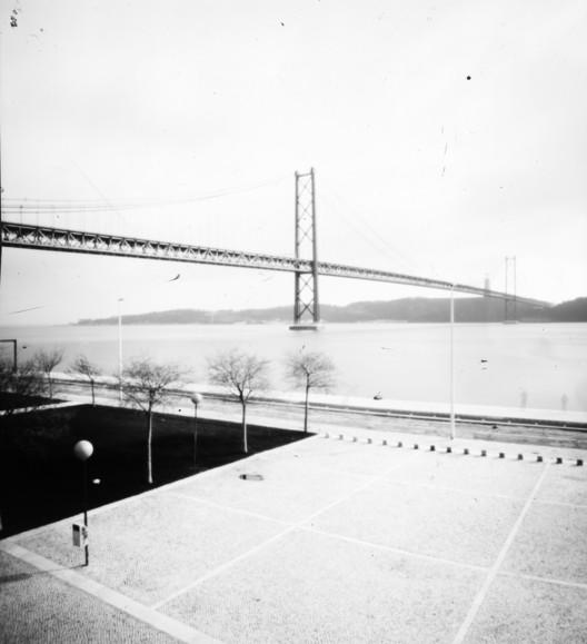 Puente 25 de Abril. Lisboa, Portugal. Image © Fotolateras
