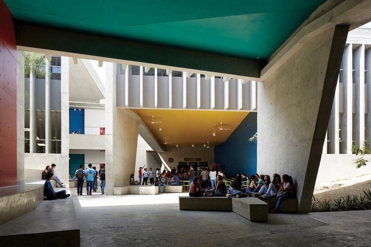 Aulario UDEP de Barclay & Crousse destaca internacionalmente por su generosidad urbana, © Cristóbal Palma