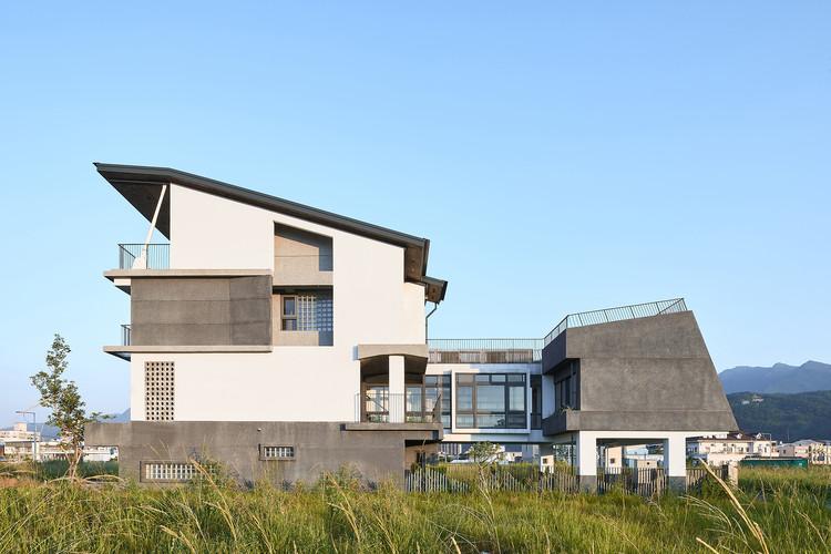 Opening Row House / Emerge Architects, © Studio Millspace