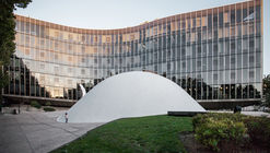 AD Classics: French Communist Party Headquarters / Oscar Niemeyer