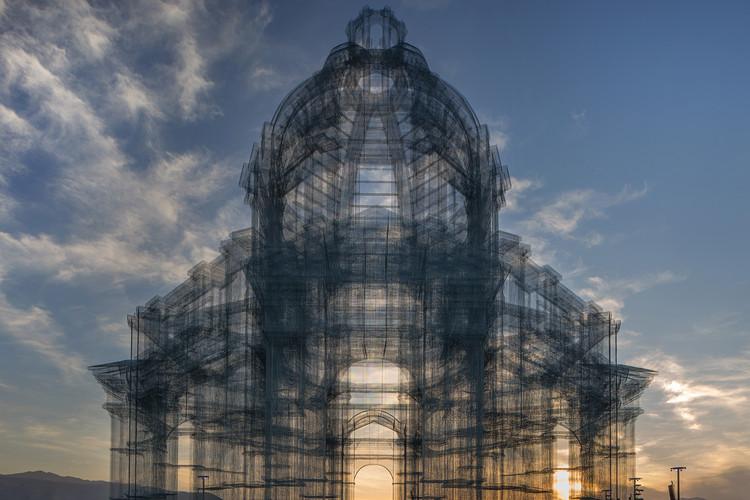 Edoardo Tresoldi presenta escultura neoclásica en el Festival de Coachella, © Roberto Conte