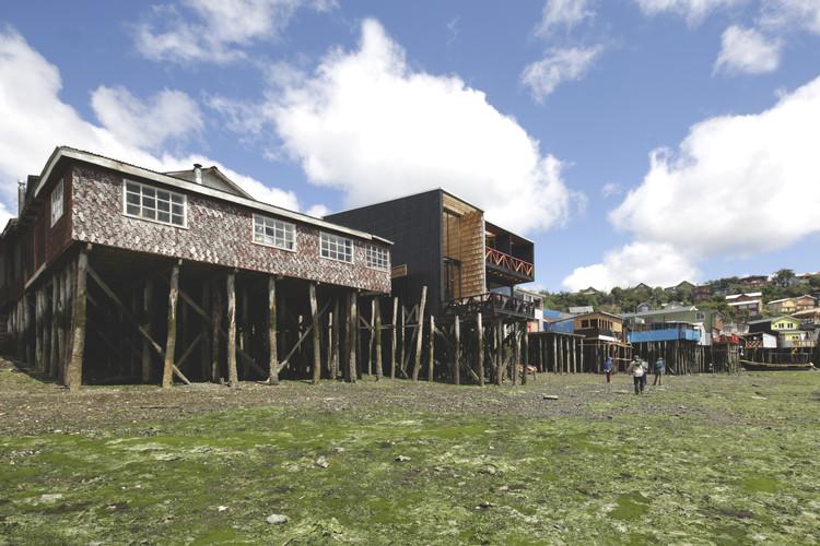 """PILOTO Galería Itinerante de Arquitectura se presenta en Chiloé con la obra """"La Vida de los Otros"""", Cortesía de Ortúzar Gebauer"""