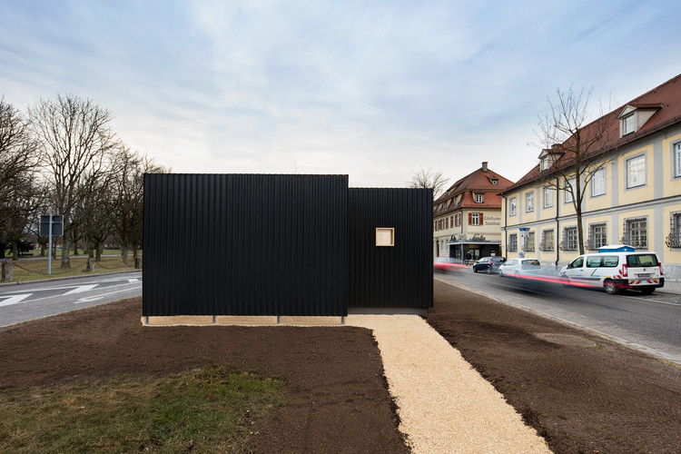 micro courtyard house atelier kaiser shen archdaily. Black Bedroom Furniture Sets. Home Design Ideas