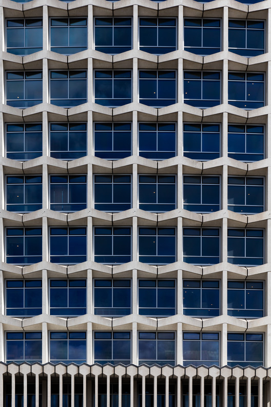 Center Point Tower / Conran and Partners