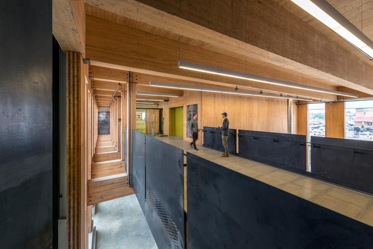 Escuela de Arquitectura McEwen / LGA Architectural Partners, © Bob Gundu