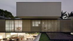 Casa Bélgica / AMZ Arquitetos