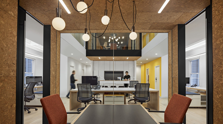 Quinnipiac University Brand Strategy Group / Amenta Emma Architects, © Robert Benson Photography