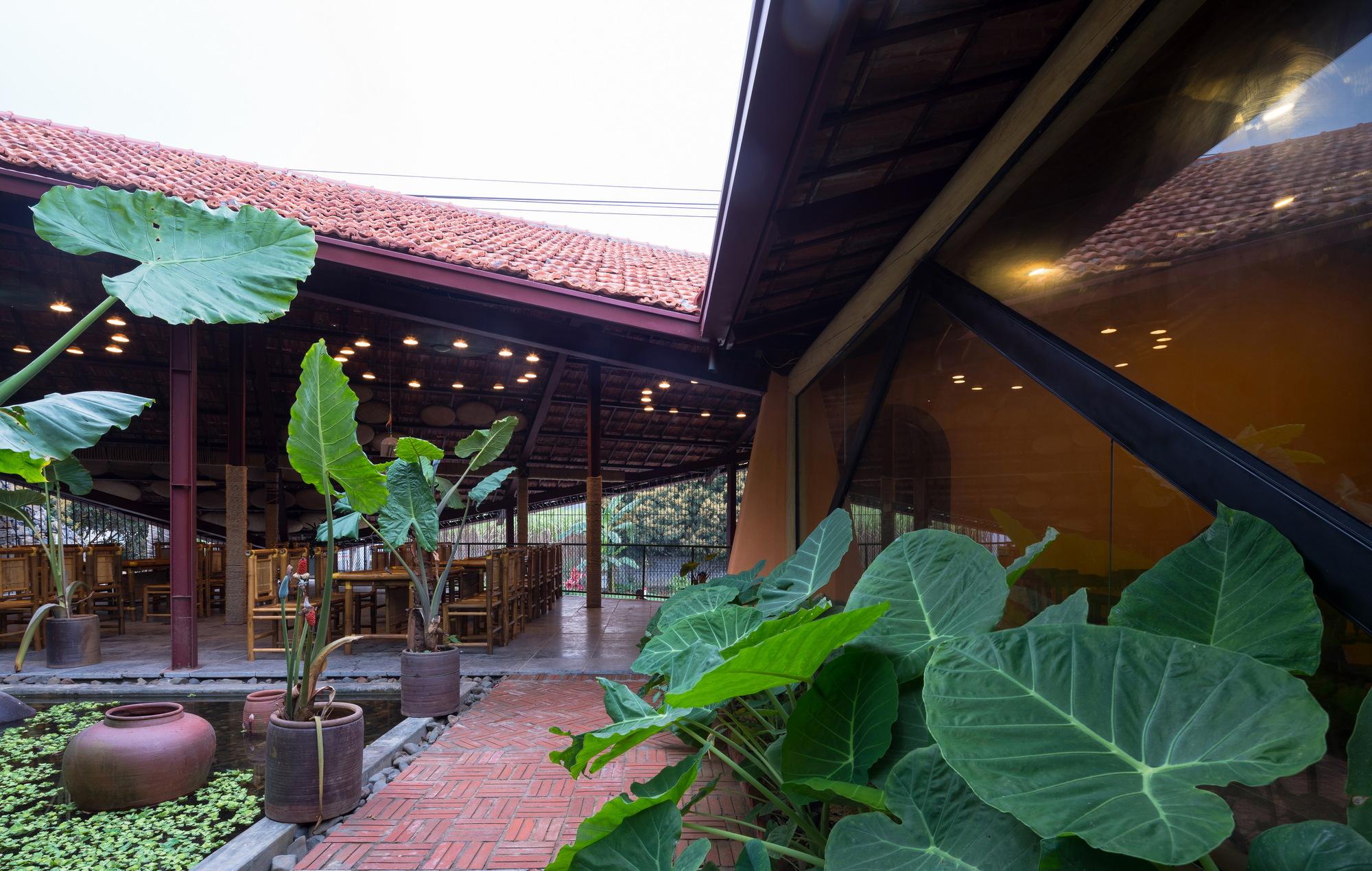 Ao May Restaurant / Aline Architect