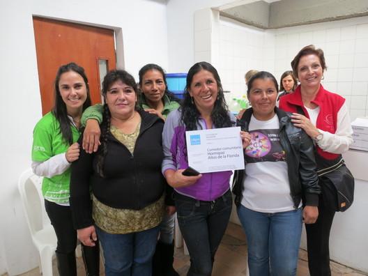 Entrega de diplomas por mejoramiento de espacio comunitario. Image © Fundación Juligon