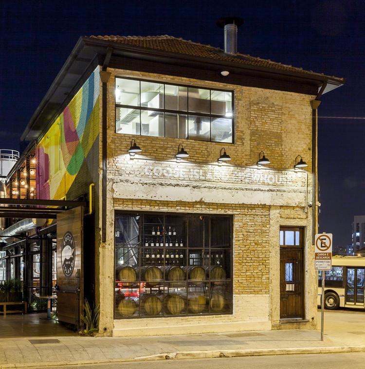 Goose Island Brewhouse / SuperLimão Studio + McKinley Burkart Architects, © Maíra Acayaba